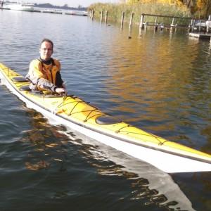 Wenn immer es mir Beruf und Familie erlauben, bin ich bei Wind und Wetter im See-Kajak auf unserem schönen Greifensee unterwegs.